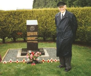1998 - 489th Veteran Bud Chamberlain at the 489th Memorial