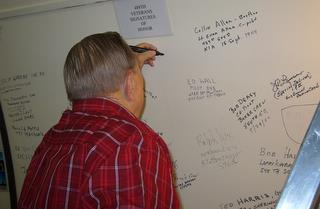 2008 - 489th Veteran Bob Carlton signs wall of Museum